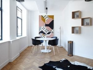ESSE Vector roomshot table and chairs